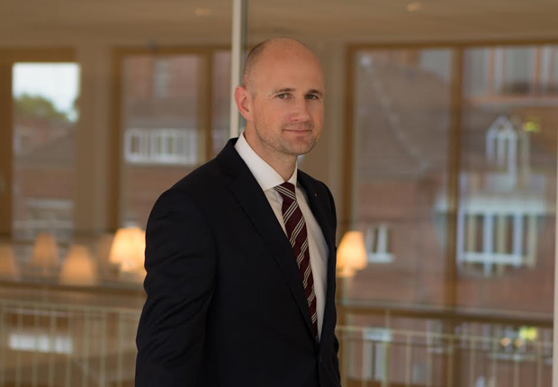 Wechsel an der Spitze der Deutschen Bank Münster: Neuer Filialdirektor in der Filiale im Herzen der Stadt ist Oliver Kampmeyer (39). Er ist damit Ansprechpartner für rund 29.000 Privat- und Firmenkunden. (Foto: Deutsche Bank AG)