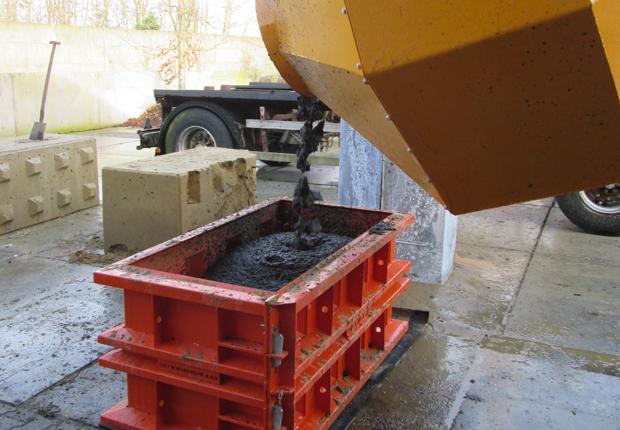 Beton aus Recycling Material in Form gegossen. (Foto: Backers Maschinenbau GmbH)