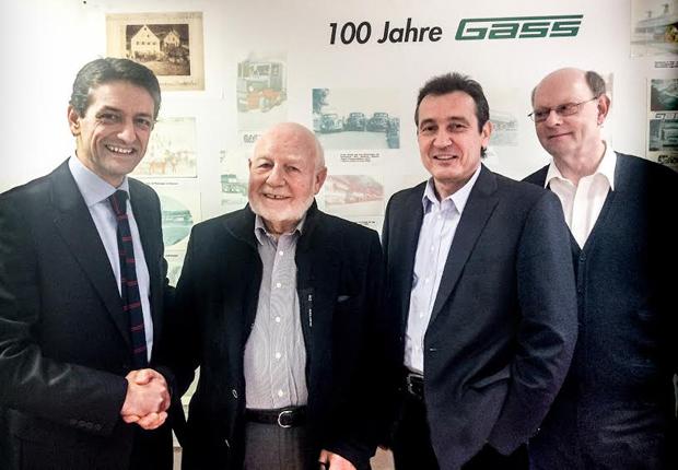 sht übernimmt Gass: von links: Rui Macedo (GF), Josef Gass (Inhaber), Ulrich von Hahn (GF), Hebert Gerken (Generalbevollmächtiger Gass). (Foto: sht)