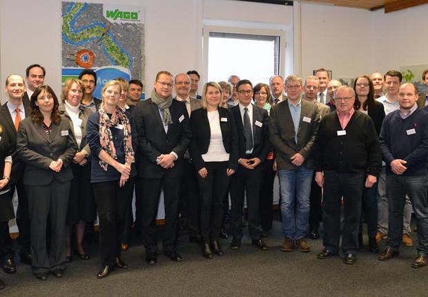 Rund 30 Teilnehmer aus den beteiligten Unternehmen und der Fachhochschule Bielefeld nahmen am ersten Unternehmerstammtisch teil. (Foto: WAGO)