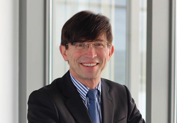 Als Vorsitzender der Arbeitsgruppe Ausbildung und Qualifizierung innerhalb der Nationalen Plattform für Elektromobilität (NPE) leitet Prof. Gunther Olesch die Nationale Bildungskonferenz Elektromobilität. (Foto: Phoenix Contact GmbH & Co. KG)