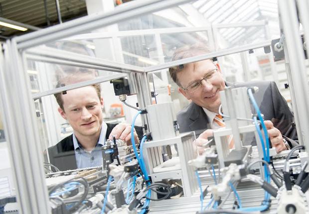 Elektrotechnikspezialisten Weidmüller erneut für herausragende Arbeitgeberqualitäten ausgezeichnet. (Foto: Weidmüller Interface GmbH & Co. KG)