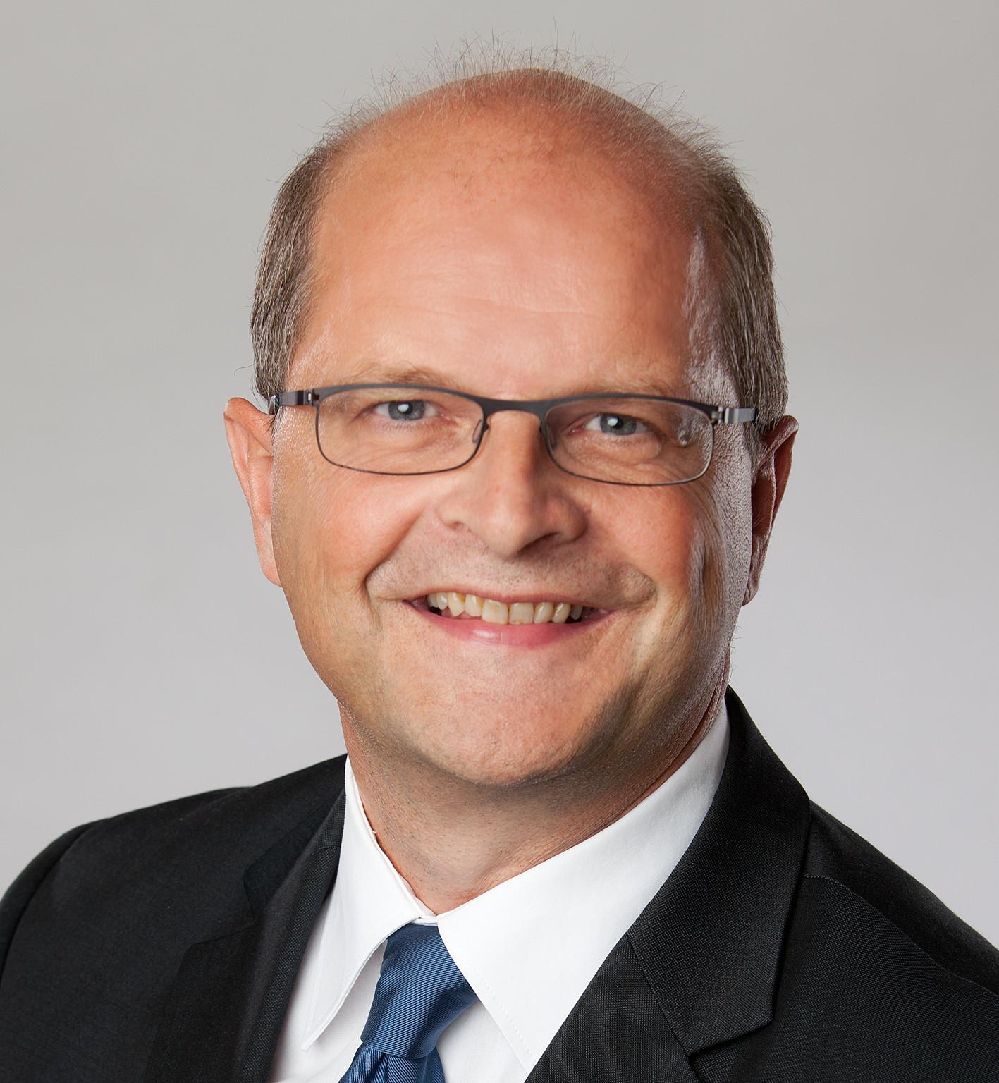 """""""Wir haben unsere Marktposition hier in Münster und der Region auf hohem Niveau und in einem wettbewerbsintensiven Umfeld eindrucksvoll behauptet und weiter ausgebaut"""", sagte Werner Oesterschlink, Sprecher der Geschäftsleitung und Marktgebietsleiter Firmenkunden Deutsche Bank Münster."""