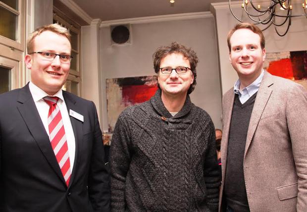 Christian Hafer (Leiter Arbeitskreis Unternehmertum), Professor Rüdiger Kabst sowie Felix Hagelüken (Vorsitzender der Wirtschaftsjunioren Paderborn + Höxter) (Foto: GAUSEMEIER PR)