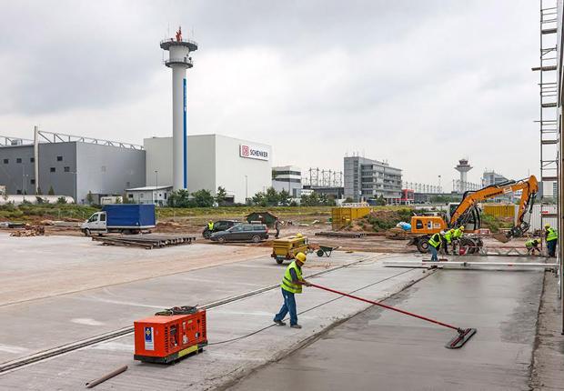 Depenbrock-Bau ist für sichere Starts und Landungen auf dem Frankfurter Flughafen im Einsatz. (Foto: Depenbrock Bau/Onno Brandis)