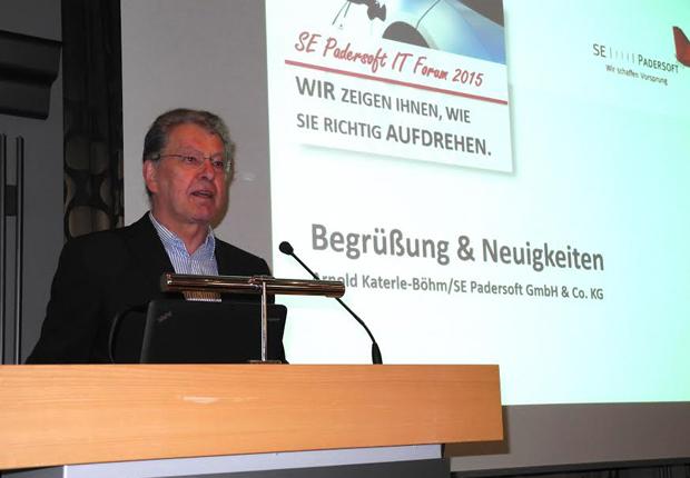 Arnold Katerle-Böhm erläutert, warum ein gut organisiertes Lager im Fachhandel eine essentielle Rolle spielt. Das Paderborner Softwarehaus bietet künftig mit UniLVS ein integriertes Lagerverwaltungssystem an. (Foto: SE Padersoft GmbH & Co. KG)