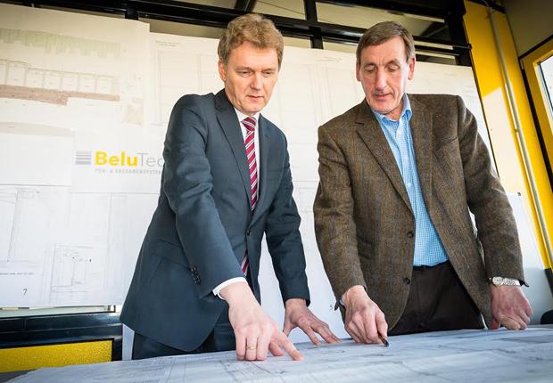 Lingens Oberbürgermeister Dieter Krone tauschte sich mit BeluTec-Geschäftsführer Bernhard Lucas aus. (Foto: Stadt Lingen (Ems))