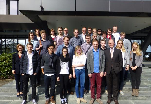 Studierendengruppe der Universität Paderborn überprüft im Rahmen einer Fachhändlerbefragung die Positionierung der Marken der Wortmann-Gruppe (Foto: WORTMANN Schuh-Holding KG)