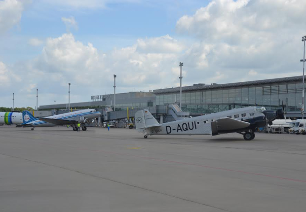 Oldtimer und moderne Verkehrsflugzeuge gemeinsam am Start. (Foto: FMO Flughafen Münster/Osnabrück GmbH)