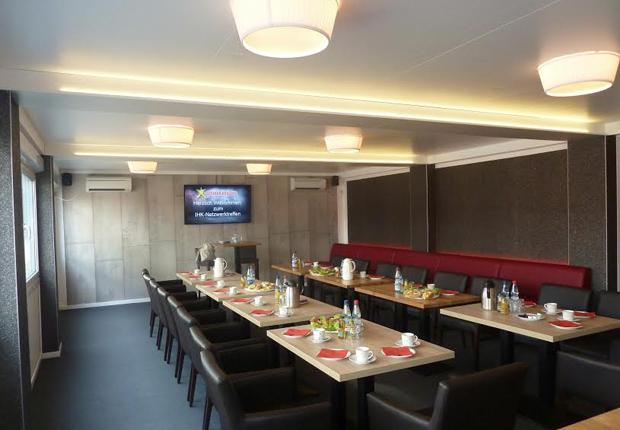 Lounge-Atmosphäre: ELA Raumsysteme bieten einen adäquaten Rahmen für Premiumevents. (Foto: ELA Container GmbH)