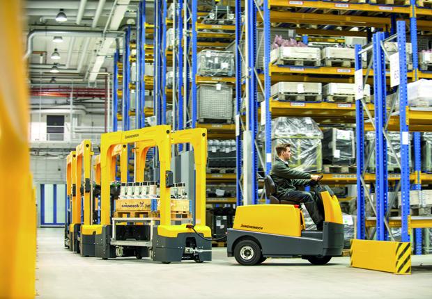 Für den Transport innerhalb von Lager- und Produktionshallen werden meist Elektrostapler und -hubwagen eingesetzt. (Foto: Jungheinrich)