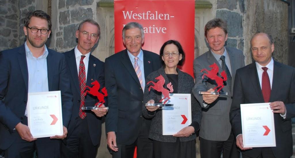 Vertreter der Preisträger mit dem Vorstandsvorsitzenden der Stiftung Westfalen-Initiative, Dr. Karl-Heinrich Sümmermann (Foto: Westfalen-Initiative)