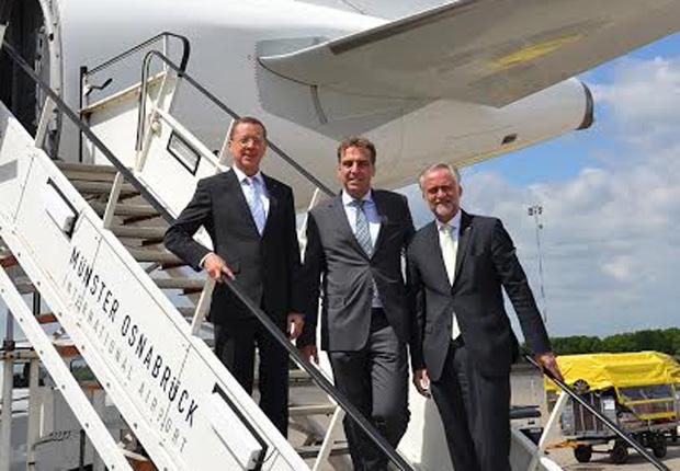 vrnl. FMO-Aufsichtsratsvorsitzenden Wolfgang Griesert, Germania Geschäftsführer Karsten Balke und FMO-Geschäftsführer Prof. Gerd Stöwer). (Foto: FMO Flughafen Münster/Osnabrück GmbH)