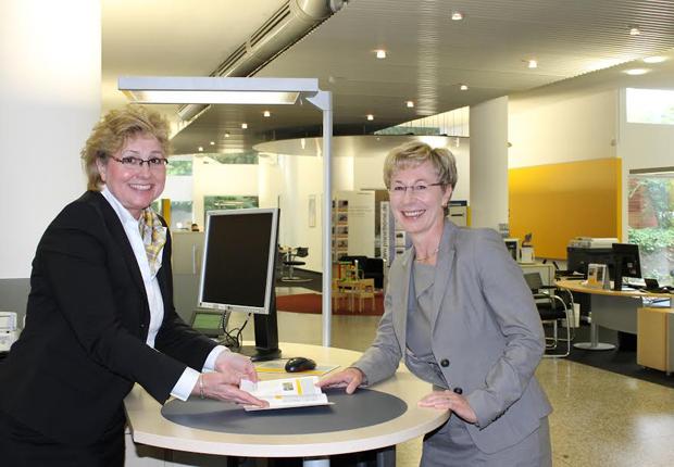 Foto des neuen Führungsteams (links im Bild: Heike Adamzik, rechts im Bild: Beate Simon) (Foto: Commerzbank Münster)