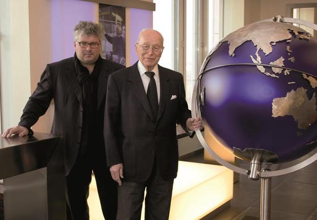 Dr. Max Näder (links) und Professor Hans Georg Näder (rechts), President & CEO von Ottobock. (Foto: Otto Bock HealthCare GmbH)