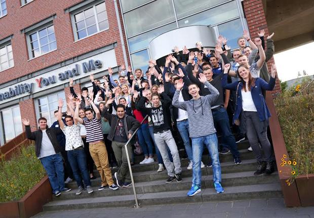 Der Osnabrücker Logistikdienstleister Hellmann Worldwide Logistics startet mit 148 neuen Auszubildenden, allein 52 davon am Standort in Osnabrück. (Foto: Hellmann)