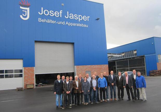 Auf reges Interesse bei den Mitgliedern des Schapener Gemeinderates sowie des CDU-Ortsverbandes sind die Investitionsprojekte der Unternehmen Jasper und Schneider gestoßen. (Foto: Samtgemeinde Spelle)