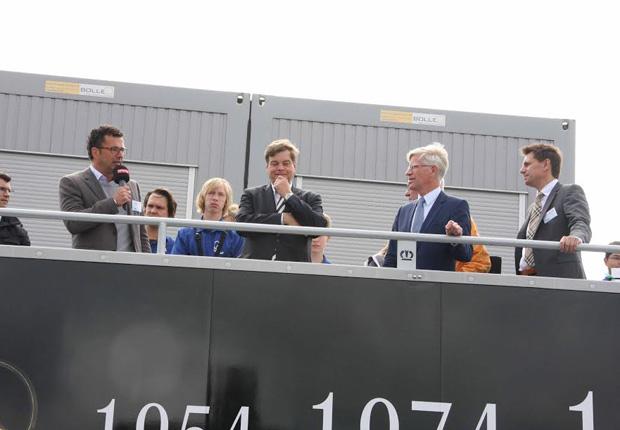 Auf dem Foto (v.l.): Friedo De Vries (Polizeivizepräsident), Uwe Fieselmann (Vorstand KNI e.V.), Enak Ferlemann (Staatssekretär im Bundesministerium für Verkehr und digitale Infrastruktur), Burkhard Jasper (Bürgermeister Osnabrück) und Prof. Dr. Ingmar Ickerott (Vorstand KNI e.V.). (Foto: KNI – Kompetenznetz Individuallogistik e.V.)