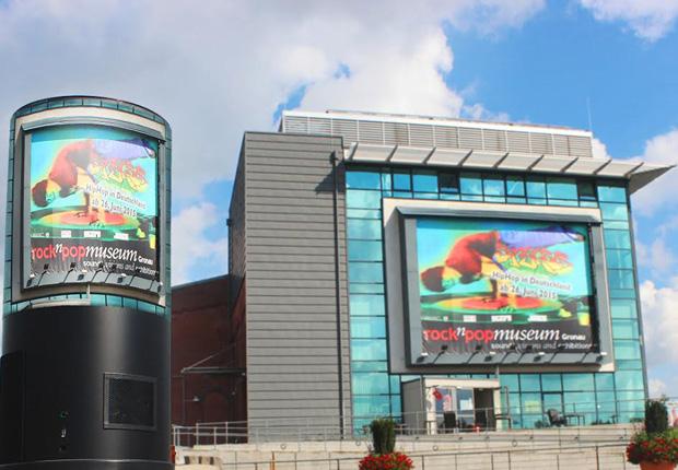 360-G enthüllt im Rock'n'Pop Museum mit dem 360Mini den weltweit ersten Rundbildprojektor (Foto: 360-G GmbH)