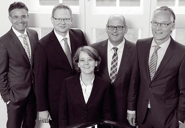 Freuen sich über die Aufnahme ihrer Wiedenbrücker Kanzlei Wortmann & Partner in das internationale Steuerrechtler- Netzwerk MSI Global Alliance: (von links) Volker Ervens, Thorsten Kleinemeier, Christine Barnert, Jürgen Algermissen und Dr. Heiner Wortmann. (Foto: Wortmann & Partner & Co. KG)