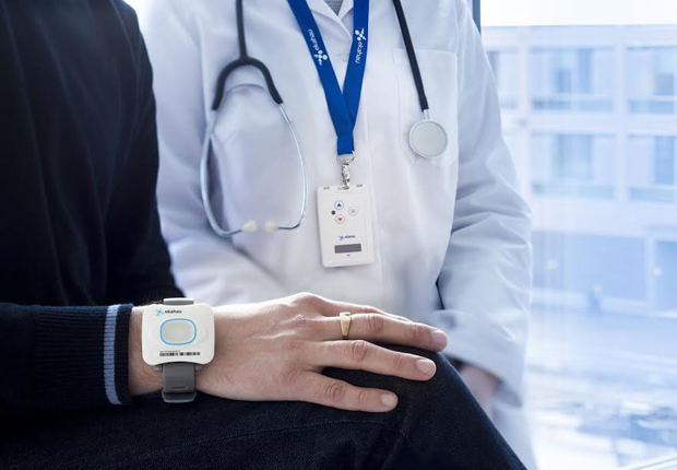 Patientenwartezeiten verkürzen, Mitarbeiter schützen: RTLS-Tags tragen dazu bei. (Foto: Avanis GmbH)