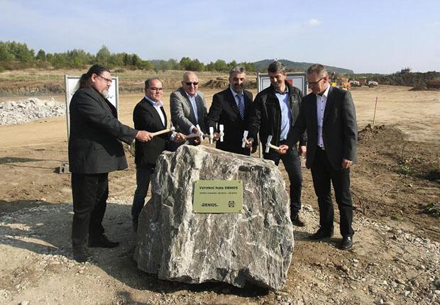 Der Grundstein für den Produktionsneubau in Tschechien ist gelegt. (Foto: DENIOS)