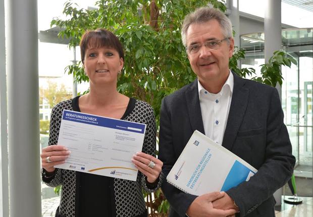 Ihre Ansprechpartner in der Region: Elke Stinski (IHK Lippe) und Uwe Gotzeina (Regionalagentur OWL) (Foto: IHK Lippe)
