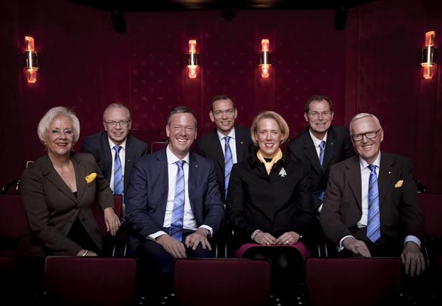 Der Vorstand der HARTING Technologiegruppe: Margrit Harting, Dr. Michael Pütz, Philip Harting, Andreas Conrad, Maresa Harting-Hertz, Dr. Frank Brode und Dietmar Harting (von links nach rechts). (Foto: HARTING)