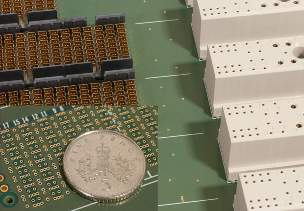 Highspeed ganz klein: HARTING Integrated Solutions (HIS) bringt hohe Übertragungsraten bei Signalen, Daten und Power auf die Leiterplatte. (Foto: HARTING KGaA)