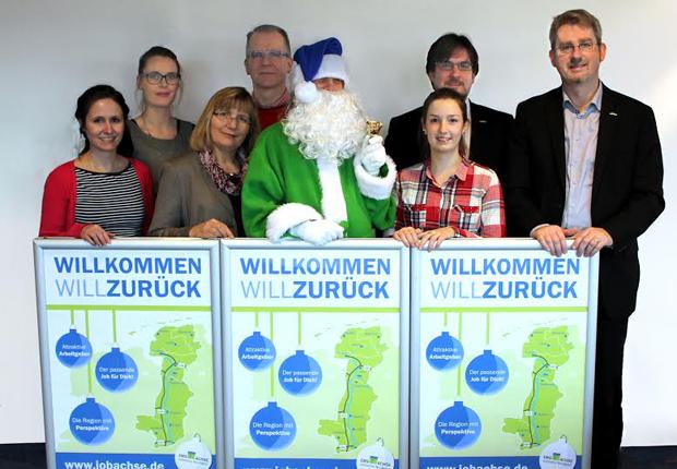 Gemeinsam wirbt die Ems-Achse zusammen mit ihren Partnern um Rückkehrer. Von links: Maren Niehaus (Campus Lingen der Hochschule Osnabrück), Mareike Meyer (Ems-Achse), Anneliese Hanelt (Ems-Achse), Matthias Schoof (Hochschule Emden-Leer), Jule Tirrel (Ems-Achse), Nils Siemen (Ems-Achse) und Dr. Dirk Lüerßen (Ems-Achse). (Foto: Ems-Achse)