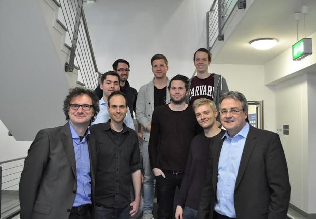 Karl-Heinz Rawert (r.) und Rüdiger Kabst (l.) geben jungen Gründern Raum für Ideen. (Foto: TecUP, Universität Paderborn)