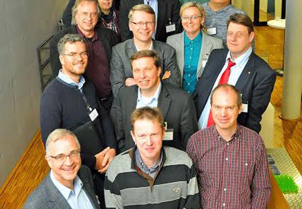 Wissenschaftler aus Münster und dem holländischen Enschede wollen auf dem Gebiet der Nanotechnologie stärker zusammenarbeiten. Sie waren zum Erfahrungsaustausch in das münsterische Center for Nanotechnology gekommen. (Foto: CeNTech GmbH /Martin Rühle)