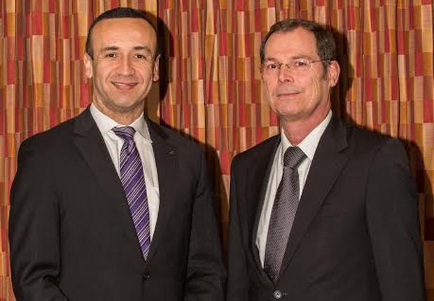 Jon DeSouza, President und CEO HARTING Inc. of North America (links), und Dr. Frank Brode, Vorstand Neue Technologien, HARTING Technologiegruppe. (Foto: HARTING)