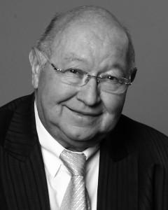 Franz Hampel, Vorstandsvorsitzender der Garant-Möbel Holding International S.A., starb am 2. März 2016 im Alter von 69 Jahren kurz vor seiner Abreise nach Asien im Frankfurter Flughafen.