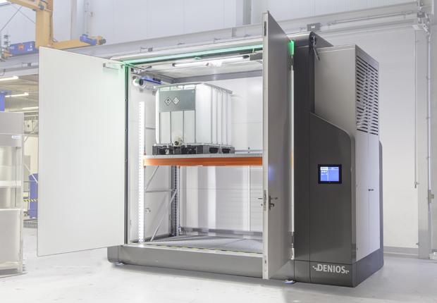Erfolgreiche Umsetzung des sensorbasierten Frühwarnsystems im Demonstrator eines intelligenten Gefahrstofflagers. (Bildquelle: Denios AG)