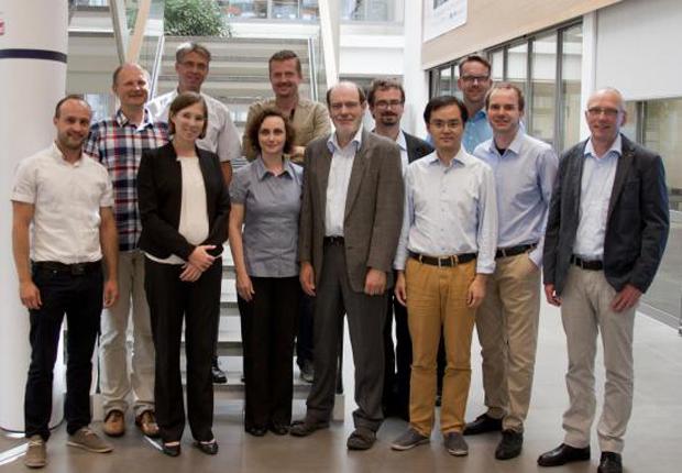 Zum Projektabschluss trafen sich noch einmal alle Projektpartner im CENTRUM INDUSTRIAL IT (CIIT), um die gemeinsam erreichten Ergebnisse zu besprechen. (Bildquelle: Institut für industrielle Informationstechnik (inIT))