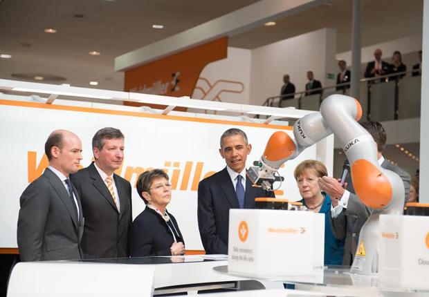Bundeskanzlerin Angela Merkel und US-Präsident Barack Obama besuchen Weidmüller-Stand auf der Hannover Messe. (Foto: Weidmüller)