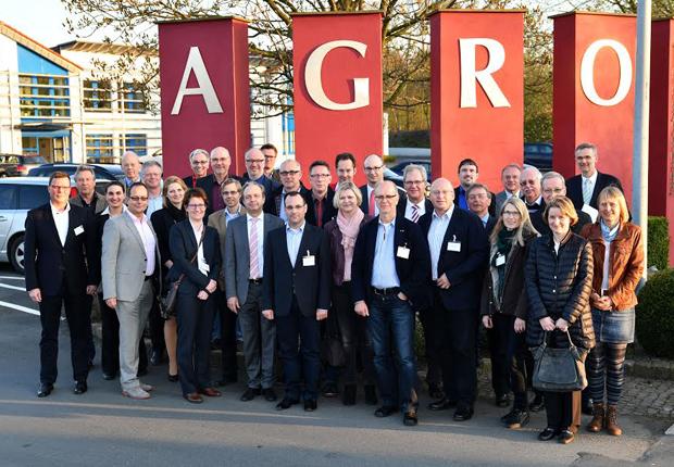 """Die Teilnehmer der """"Spätschicht"""" informieren sich bei der AGRO International GmbH & Co. KG (Foto: AGRO)"""