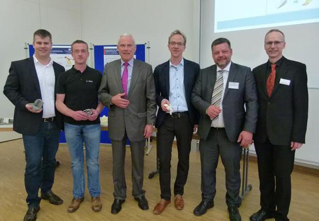 Zum Thema 3-D-Druck kamen auf Einladung des VDI Markus Steudel, Maic Blase, Heinrich Diekamp vom VDI, Maik Schmeltzpfenning, Prof. Dr. Ing. Volker Piwek sowie Prof. Dr. Ing. Jürgen Adamek (von links) am Campus Lingen zusammen. (Foto: VDI)