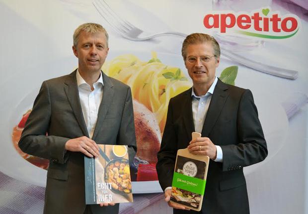Andreas Oellerich (links), Geschäftsführer apetito catering und Guido Hildebrandt (rechts), Vorstandssprecher der apetito AG, erläuterten bei der Pressekonferenz am 11. Mai in Düsseldorf eine erfolgreiche Entwicklung des Familienunternehmens apetito. (Bild: © apetito, Rheine, Mai 2016)