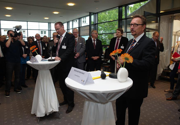 Eröffneten gemeinsam das krz Forum 2016 (v.l.): Verbandsvorsteher Dieter Blume (Bürgermeister Petershagen) und Geschäftsführer Reinhold Harnisch (Foto: krz)
