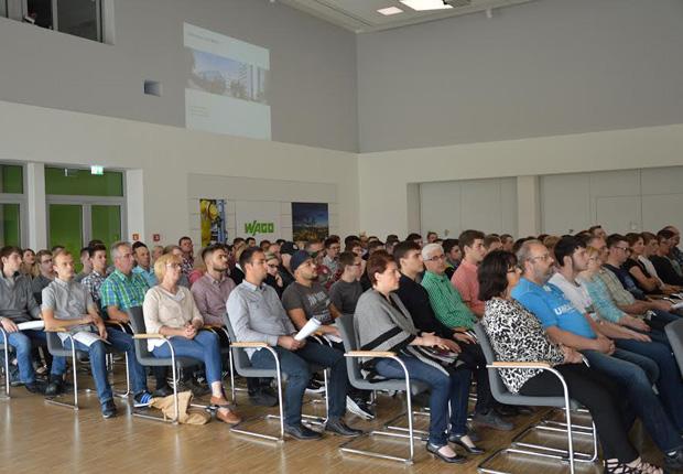 Rund 130 Gäste folgten der Einladung zum WAGO-Informationsabend für künftige Auszubildende und ihre Eltern. (Foto: WAGO)