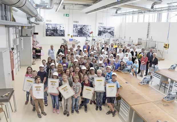 Alle Beteiligten stellten sich abschließend zum Gruppenfoto im NAZHA. (Foto: HARTING AG & Co. KG)