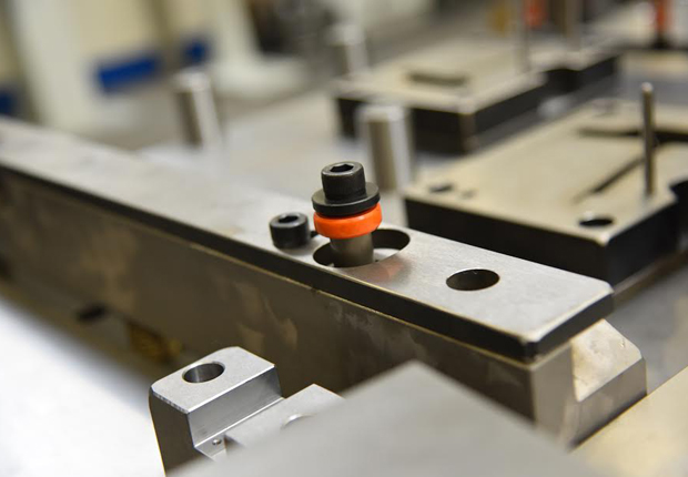 Die Dämpfungselemente von Fibro sind in verschiede- nen Ausführungen erhältlich: die Energieaufnahme reicht von 3 Nm/Hub (Dämpfungselement für leichte Belastung) bis maximal 269 Nm/Hub (Dämpfungsele- ment für schwere Belastung). (Foto: FIBRO GmbH)