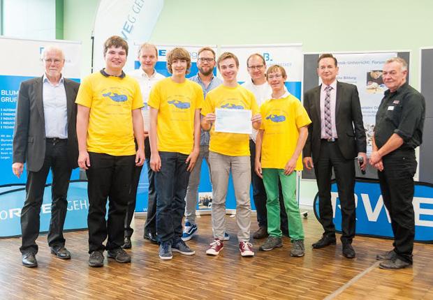 Das Gewinnerteam vom Adalbert Stifter Gymnasium freut sich über den ersten Platz. (Foto: B+M Blumenbecker GmbH)