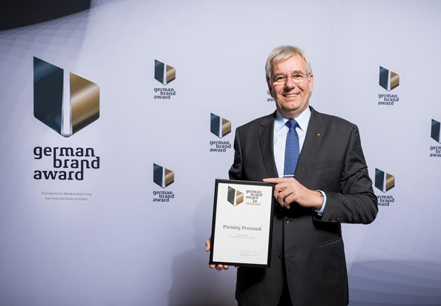 """Holger Piening, geschäftsführender Gesellschafter der Piening GmbH hat in Berlin den German Brand Award 2016 in der Kategorie """"Industry Excellence in Branding"""" erhalten. (Foto: Manuel Debus)"""