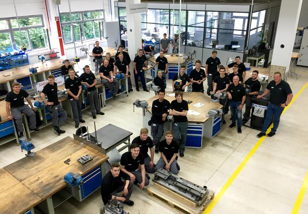 Herzstück der technischen Ausbildung ist das moderne Ausbildungszentrum in Kirchlengern. (Foto: Hettich)