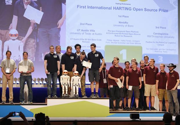 Die Technologiegruppe vergab erstmals beim RoboCup den HARTING Open Source Prize (Foto: HARTING)