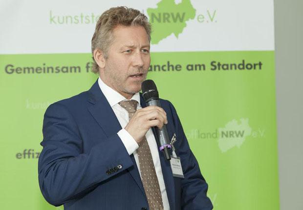 Antrittsrede im Rahmen der Mitgliederversammlung vom 28.06.2016: Reinhard Hoffmann, neu gewählter Vorsitzender des Vereins kunststoffland NRW. (Foto: kunststoffland NRW e.V.)