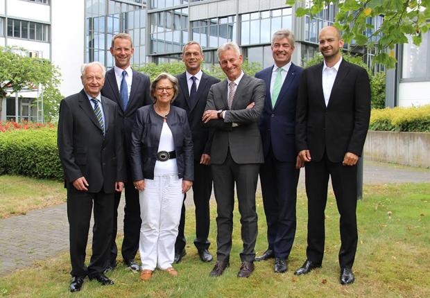 Klaus Eisert, Prof. Günther Schuh, Christine Eisert, Dr. Frank Eisert, Ralph Heuwing, Oliver Hoffmeister (von links. Es fehlt Prof. Helge Hohage) (Foto: Phoenix Contact GmbH & Co. KG)